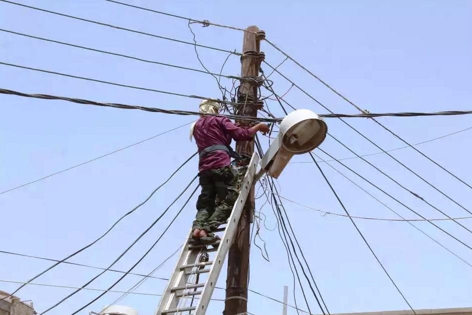 وفاة أحد عمال الكهرباء بصعق كهربائي أثناء تأدية عمله في عدن